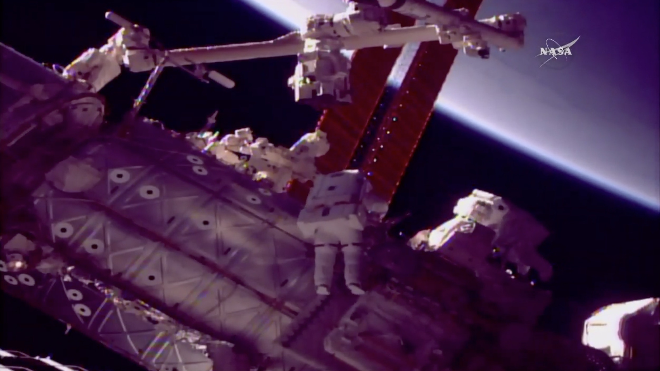 International Space Station gets a big hand as astronauts ...