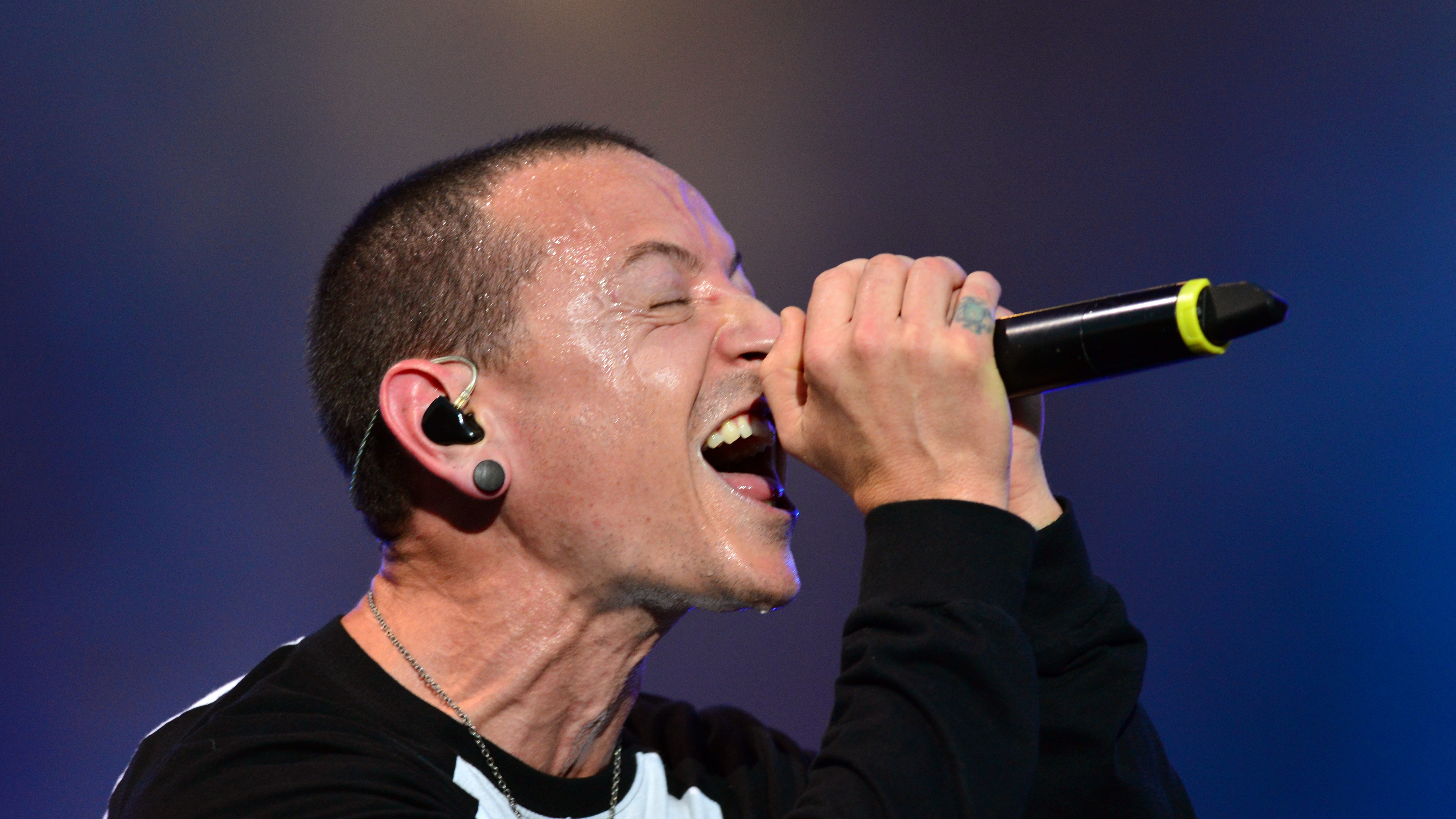 Linkin Park lead tributes to late singer Chester Bennington | BT