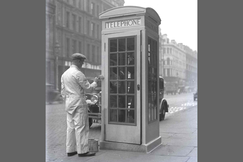 Painting a K3 telephone kiosk outside Belfast General Post Office. 1936.