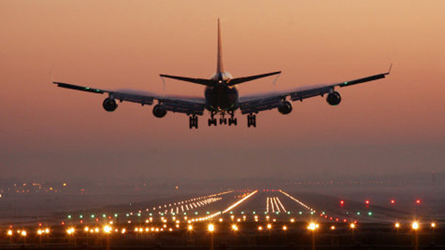 Plane travel: Why do you have to keep blinds up on take-off and ...