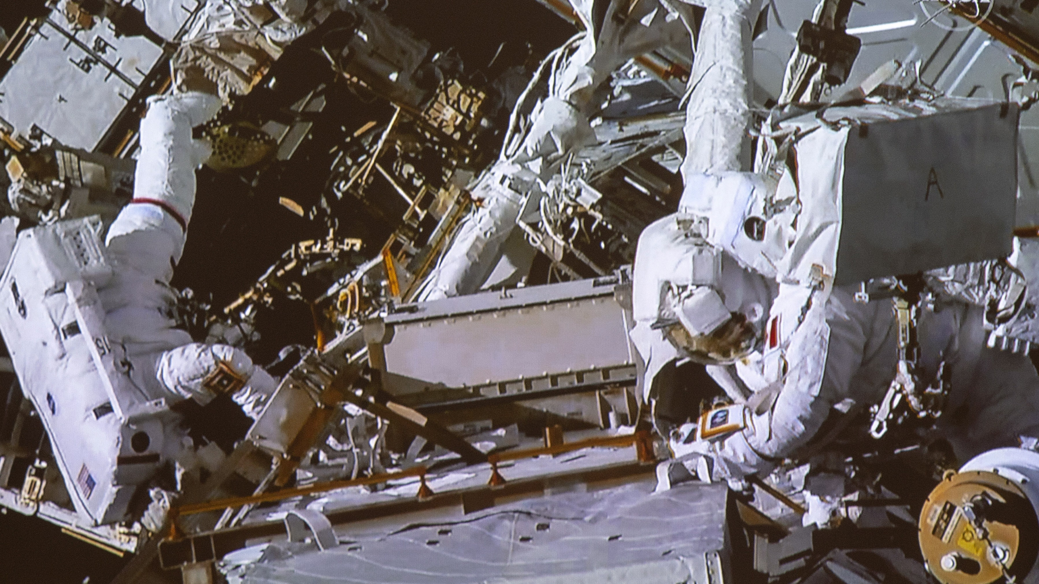 astronauts in space cannot hear sounds from outside their spacesuits - photo #1
