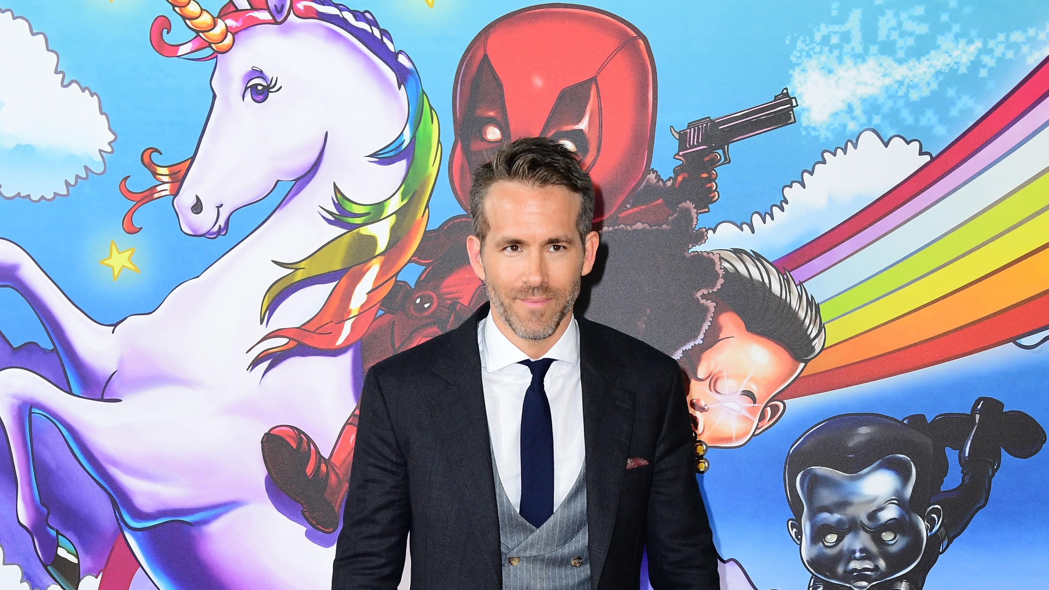 Taika Waititi To Reunite With Green Lantern Co Star Ryan Reynolds In Free Guy Bt