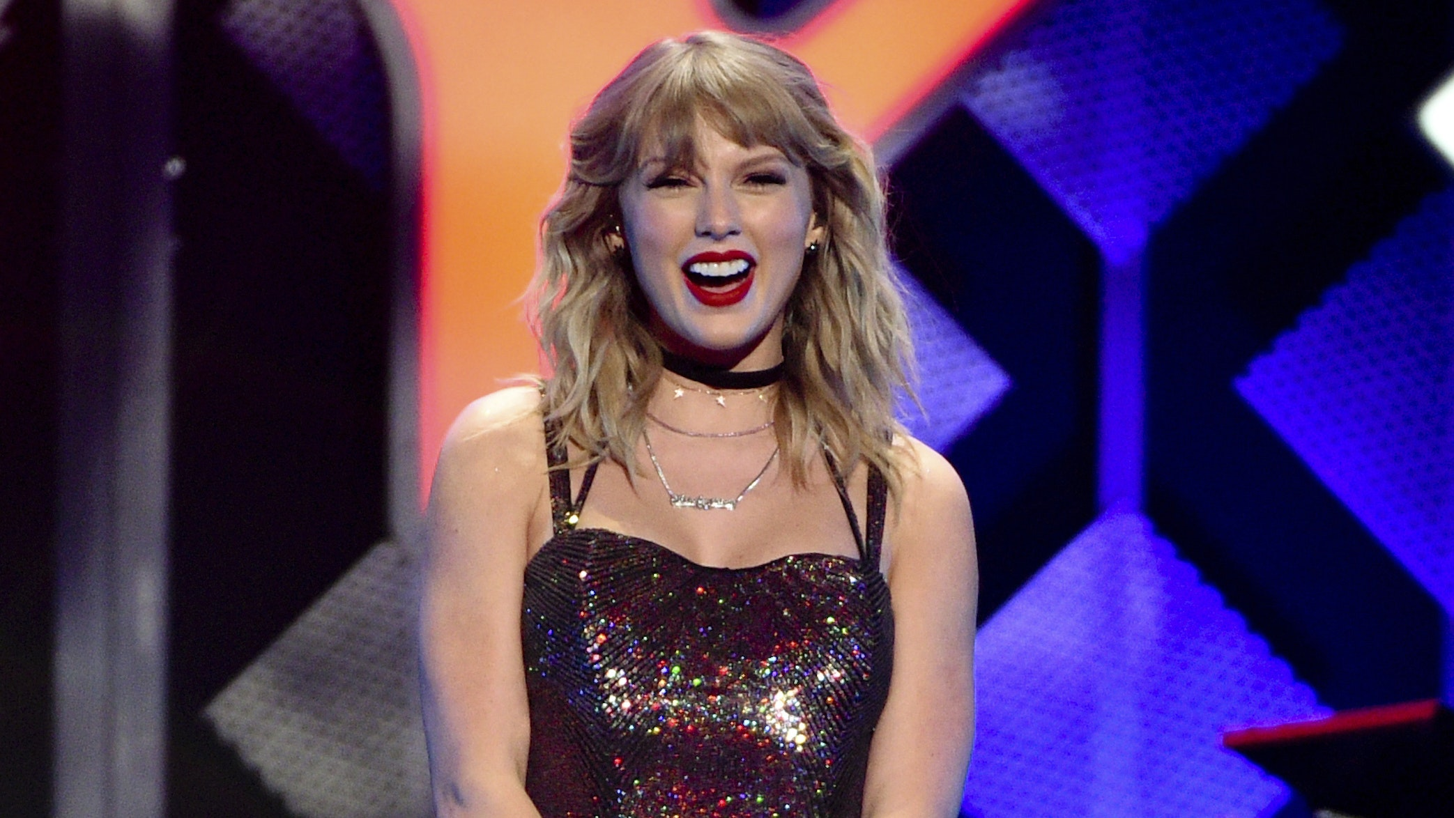 Taylor Swift Celebrates Her 30th Birthday With New York Performance Bt