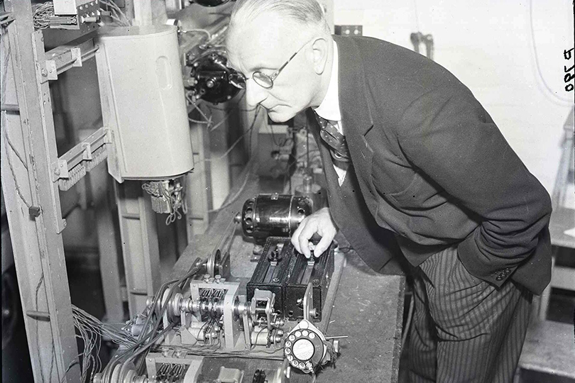 Telephone dial durability testing, Dollis Hill Research Station. 1935.