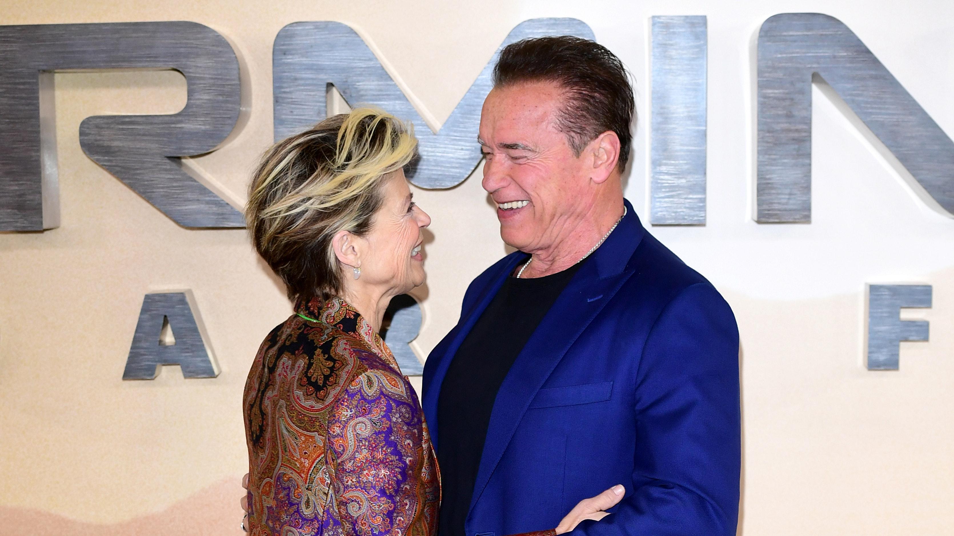 Arnold Schwarzenegger /'THE TERMINATOR/' Sarah Connor phone book mens T-shirt