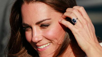 kate s engagement ring now worth 163 300 000 bt