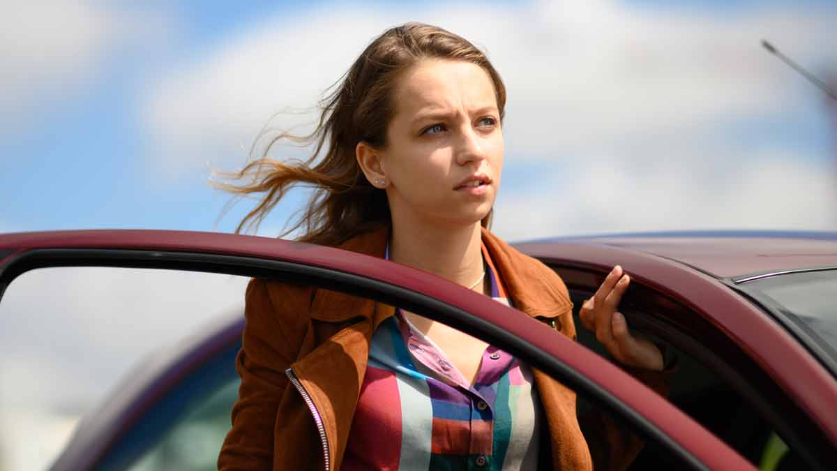 Molly Windsor in Traces on Alibi channel