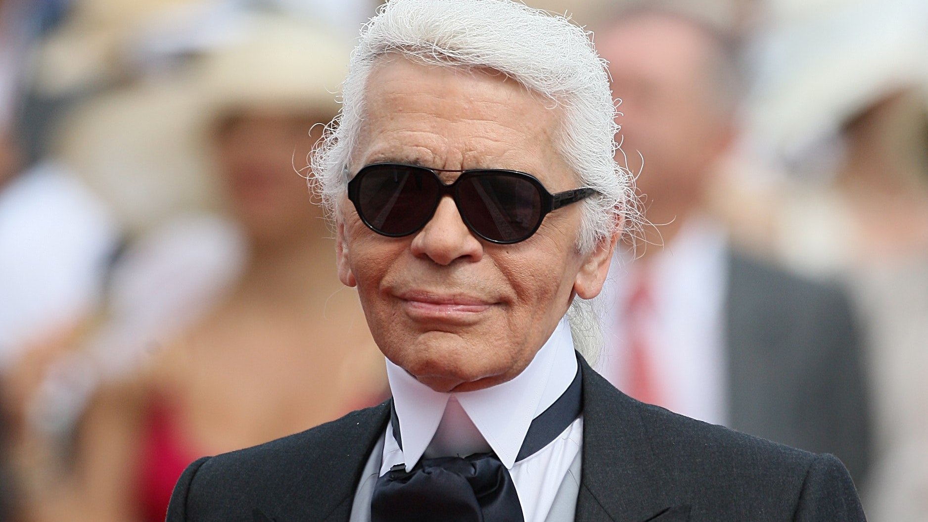 Tributes To Genius Karl Lagerfeld As Fashion Designer Dies Bt